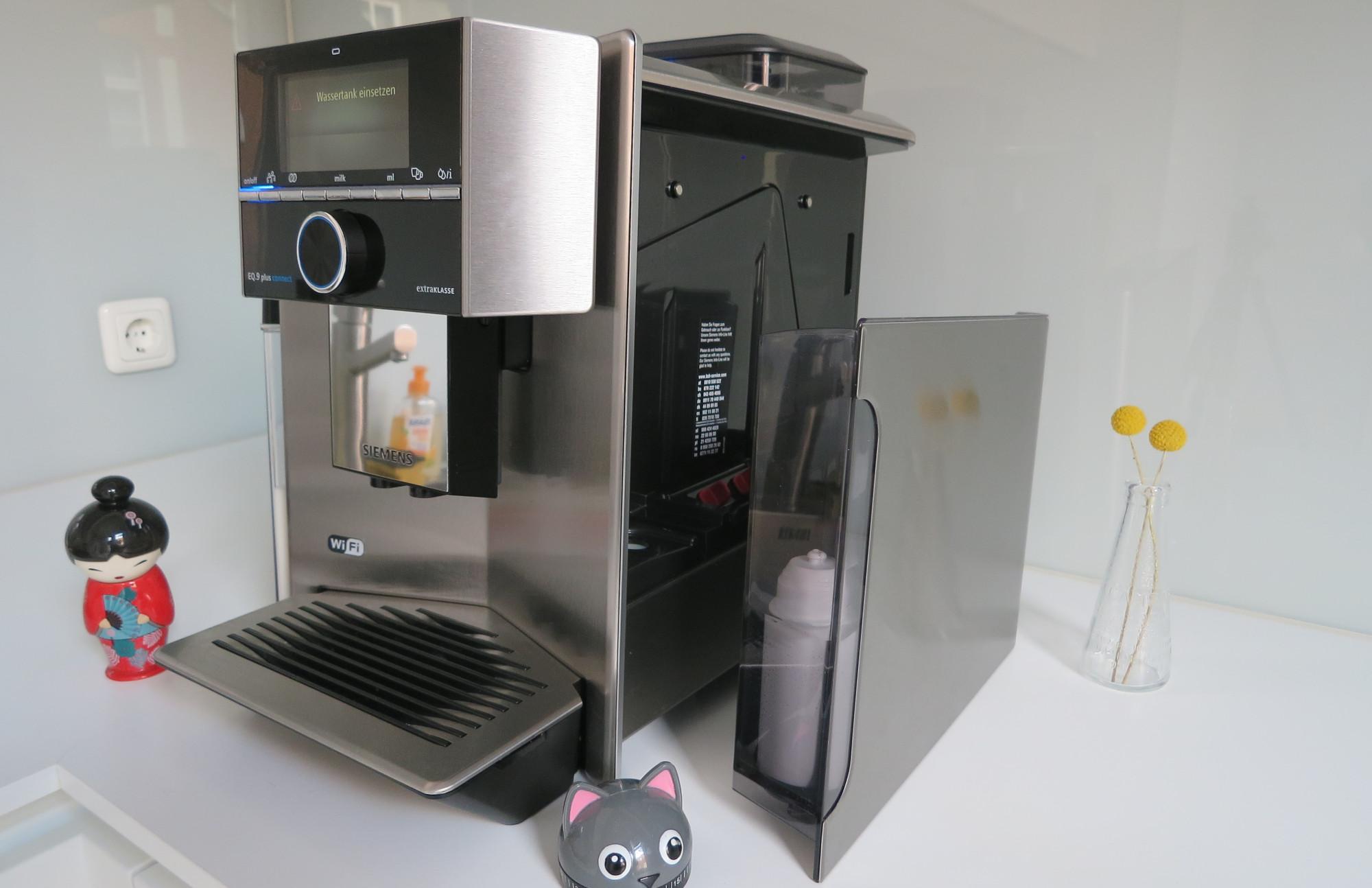 Wassertank des Kaffeevollautomaten Siemens EQ.9 plus connect