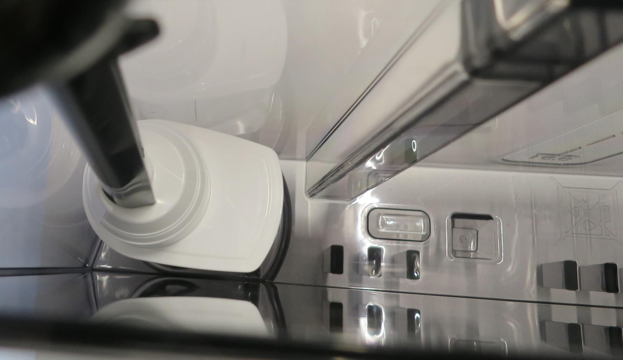 Brita-Wasserfilter im Wassertank des Kaffeevollautomaten Siemens EQ.9 plus connect