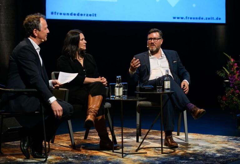 Marco Maas (rechts) auf einer Podiumsdiskussion über Daten