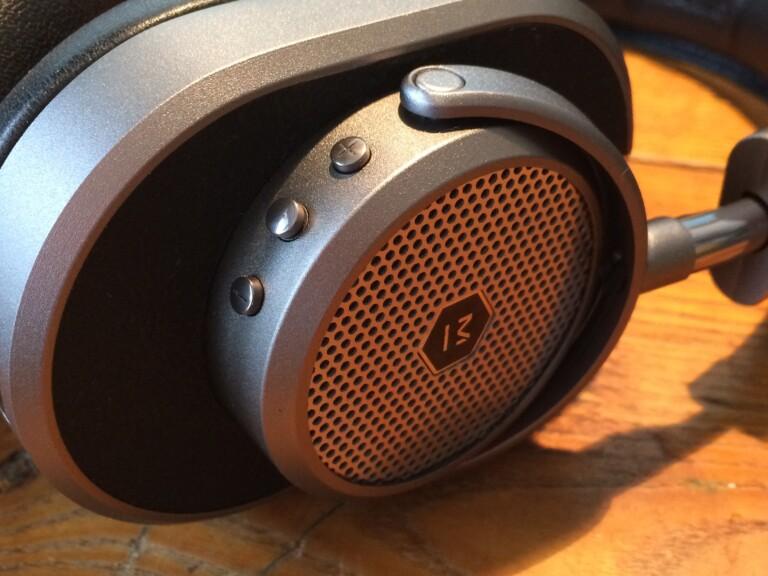 Retro-Kopfhörer mit echten Knöpfen
