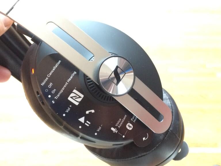 Bedienelemente des Sennheiser Momentum Wireless 3