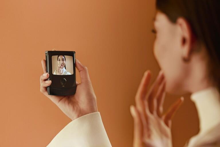 Ideal für Selfies, wie es scheint. (Foto: Motorola)