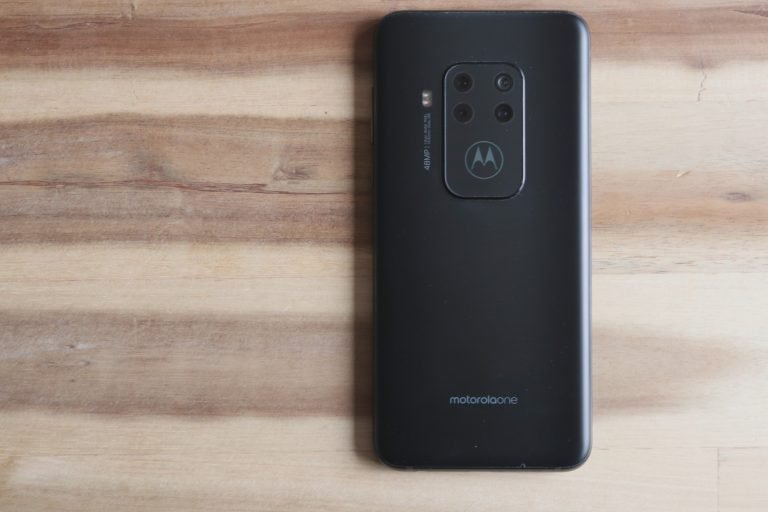 Rückseite des One Zoom: Ein richtig schönes Smartphone