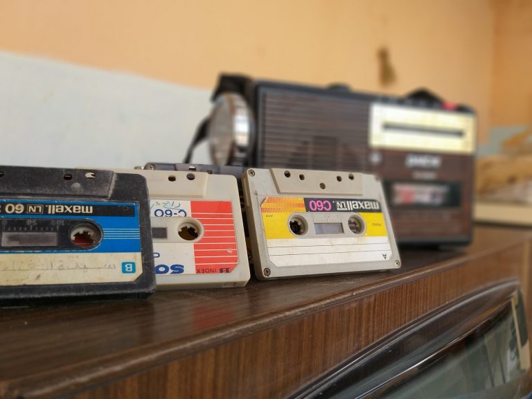 Es gibt sie noch: Musikkassetten. Bild: Ar Mefta via Unsplash
