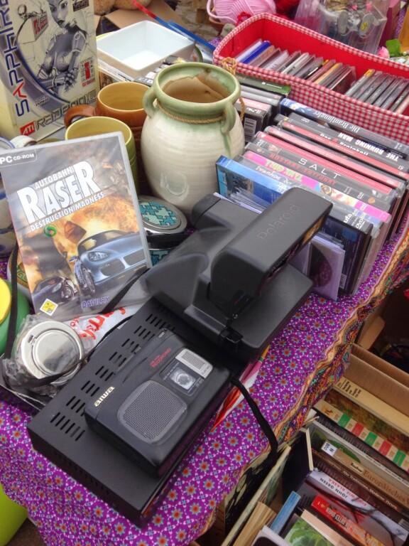 Viele DVDs verkaufte ich auf dem Trödelmarkt. Die Polaroid hier auf dem Bild leider auch. Ich kaufte mir eine solche 2019 wieder... (Foto: Sven Wernicke)