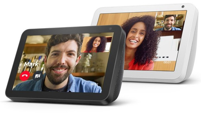 Ein Sprachassistent als Geschenk kann auch sehr praktisch sein. Geräte wie ein Echo Show ermöglichen zum Beispiel Videotelefonie. (Foto: Amazon)