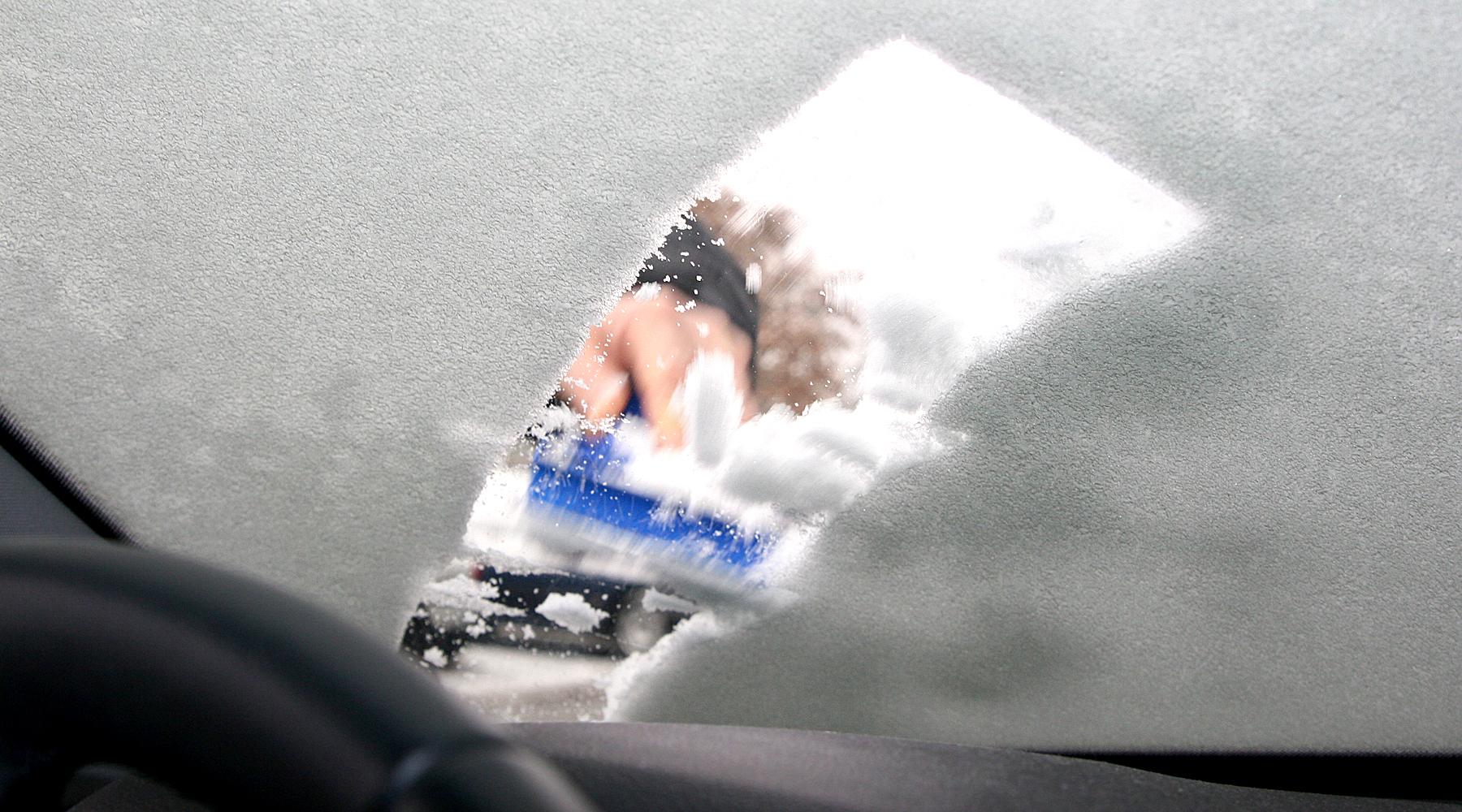 Eiskratzen mit Parkscheibe