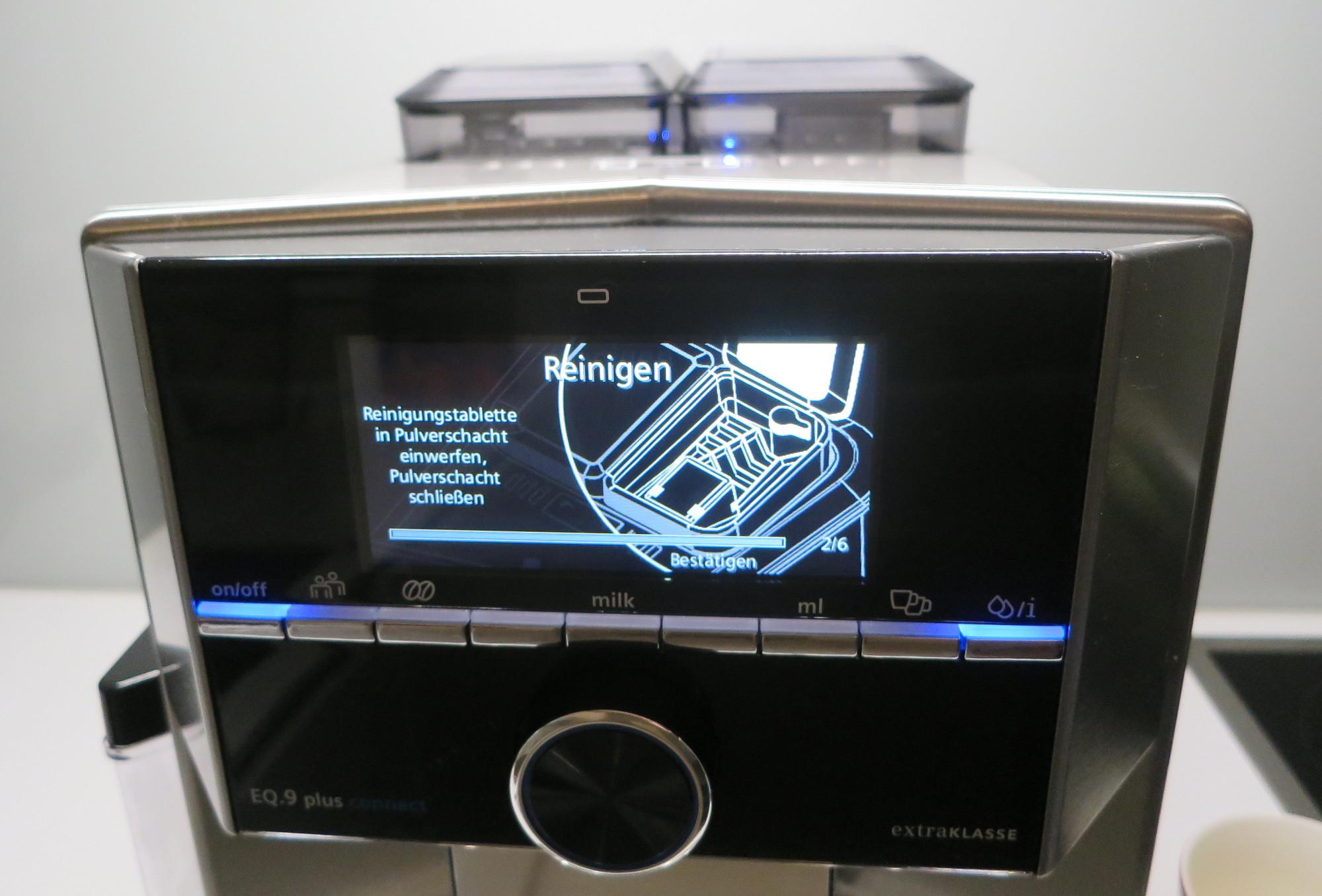 Kaffeevollautomat Siemens EQ9 mit Reinigungsprogramm