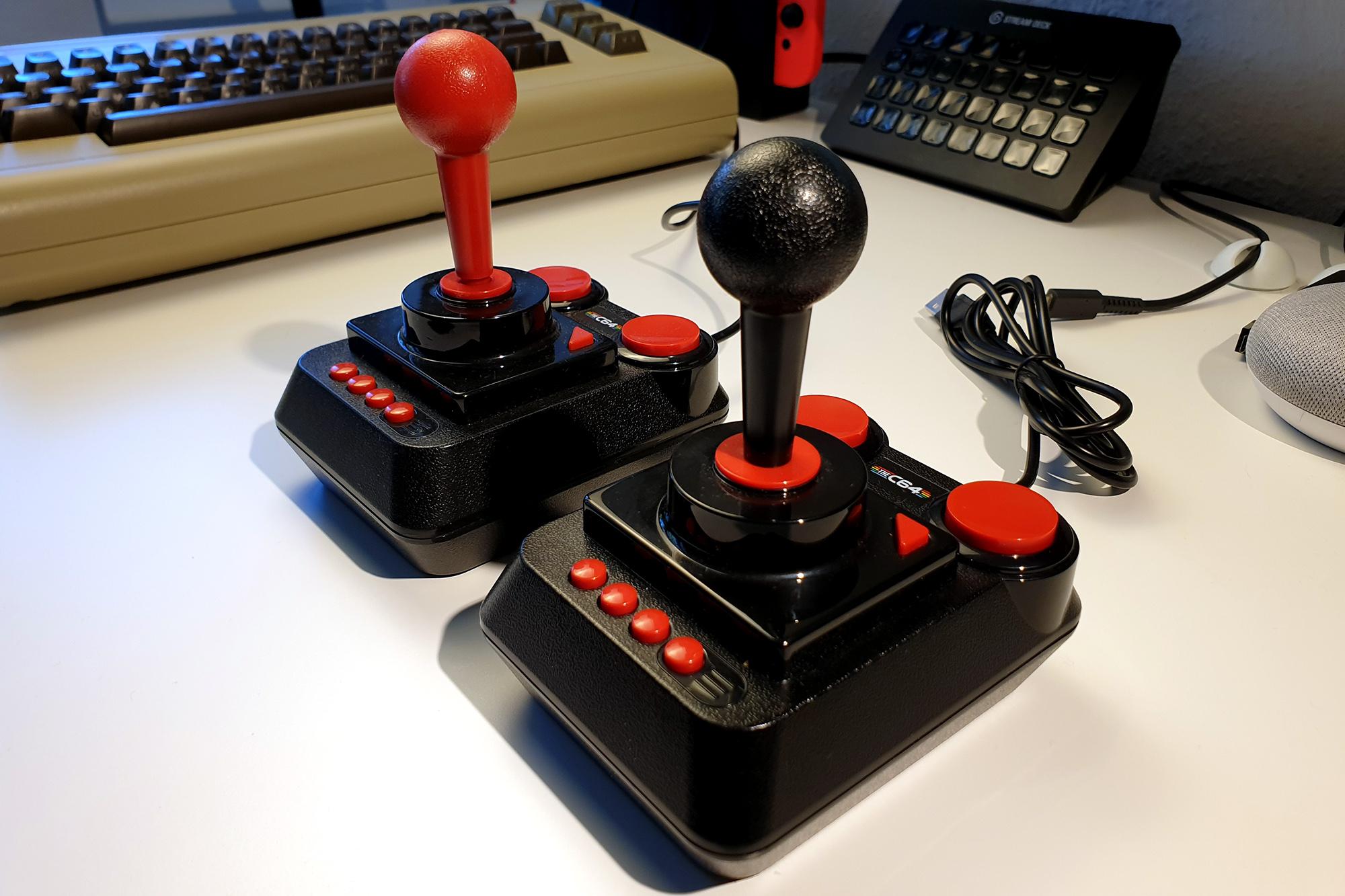 The C64 Maxi im Test - die Joysticks