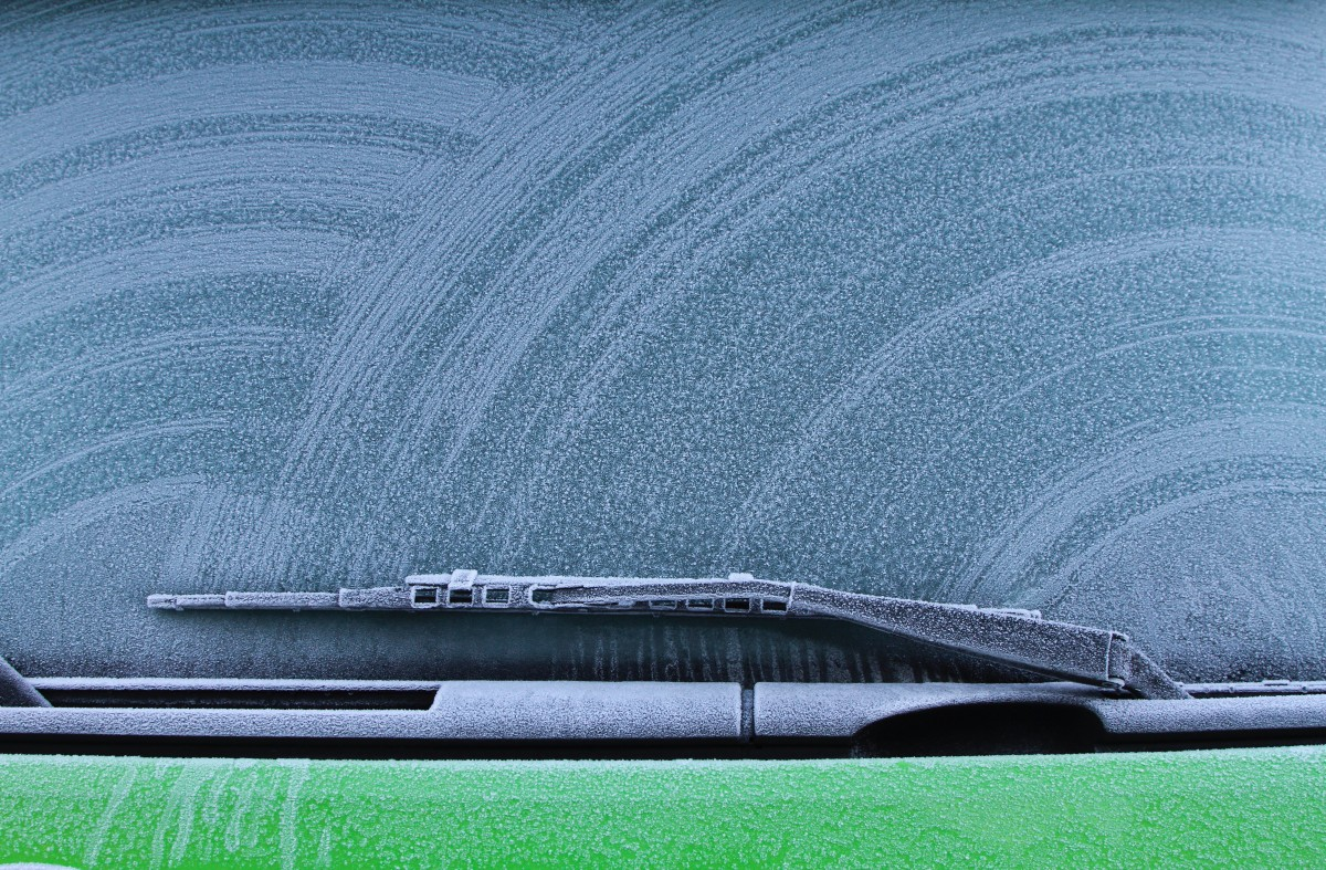 Windschutzscheibe mit Eis