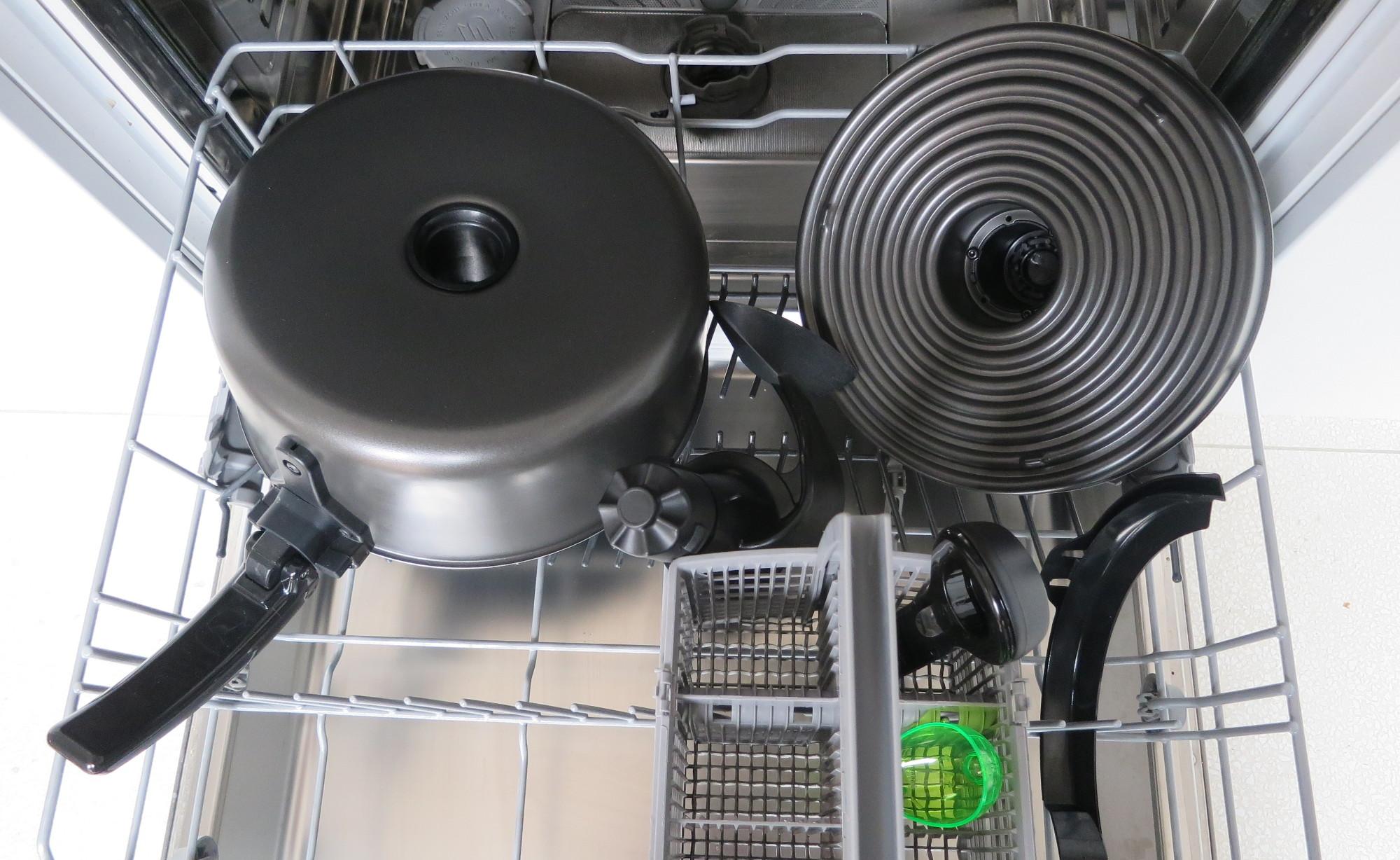 Teile der Heißluftfritteuse Tefal ActiFry Genius XL 2in1 in der Spülmaschine