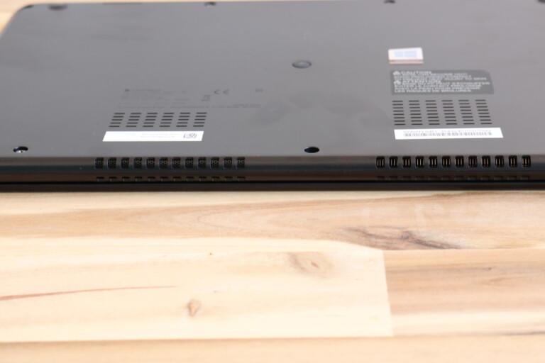 Hybrid Air Cooling System – hier als Lüftungsschlitze unten und hinten am Gehäuse