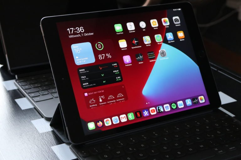 Apple iPad 8 (8. Generation, 2020) mit Smart Keyboard