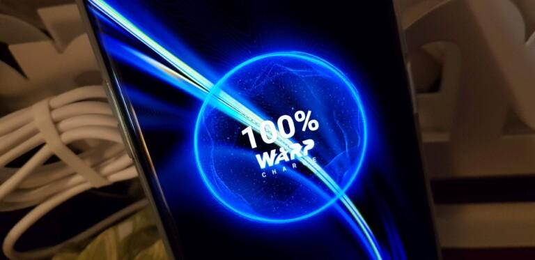 Mit 30 Watt zum vollen Akku. (Foto: Sven Wernicke)