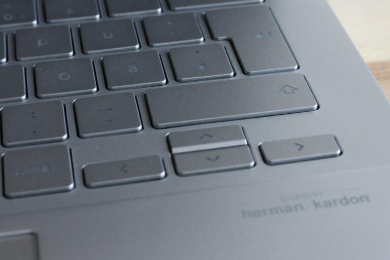 Die Cursor-Tasten freigestellt, eine große Enter-Taste, die sich blind erfühlen lässt. Gutes Tastatur-Layout kann so einfach sein.
