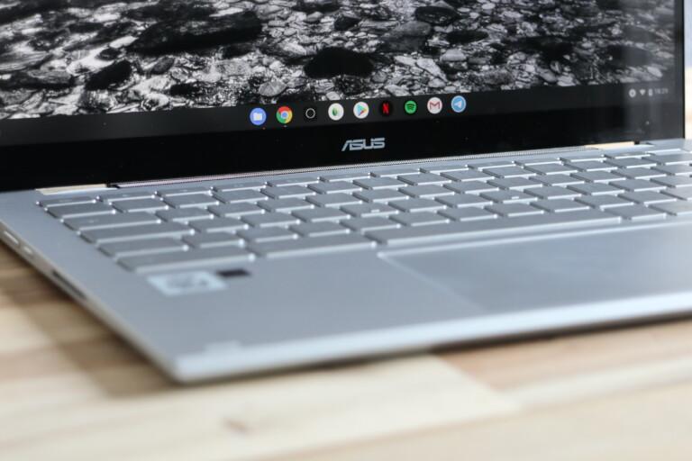 Ob nun wirklich 7mm unten oder mehr: Angenehm dünne Ränder im Chromebook Flip C436