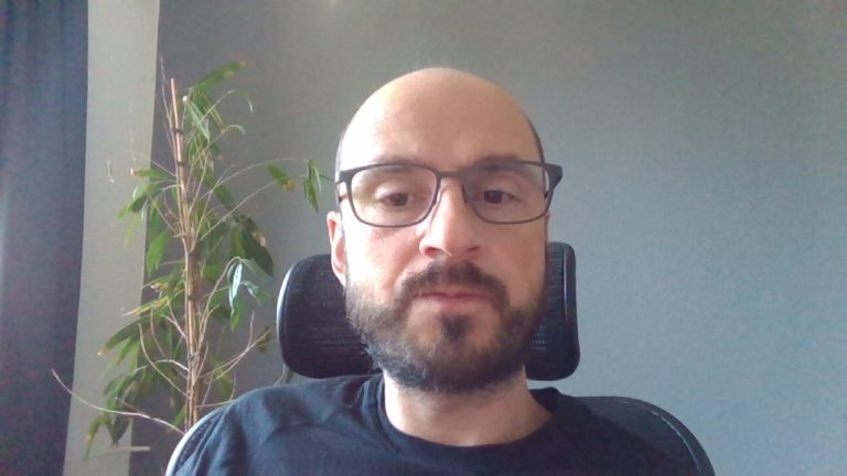 Typischer, enttäuschender Webcam-Schnappschuss. Verpixelt und verrauschtes Bild selbst am hellichten Tag