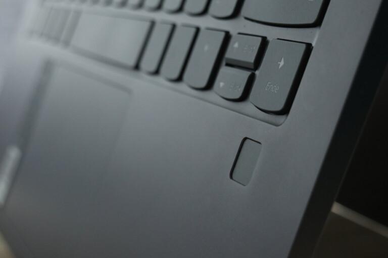 Gut platzierter Fingerabdrucksensor im Yoga C940