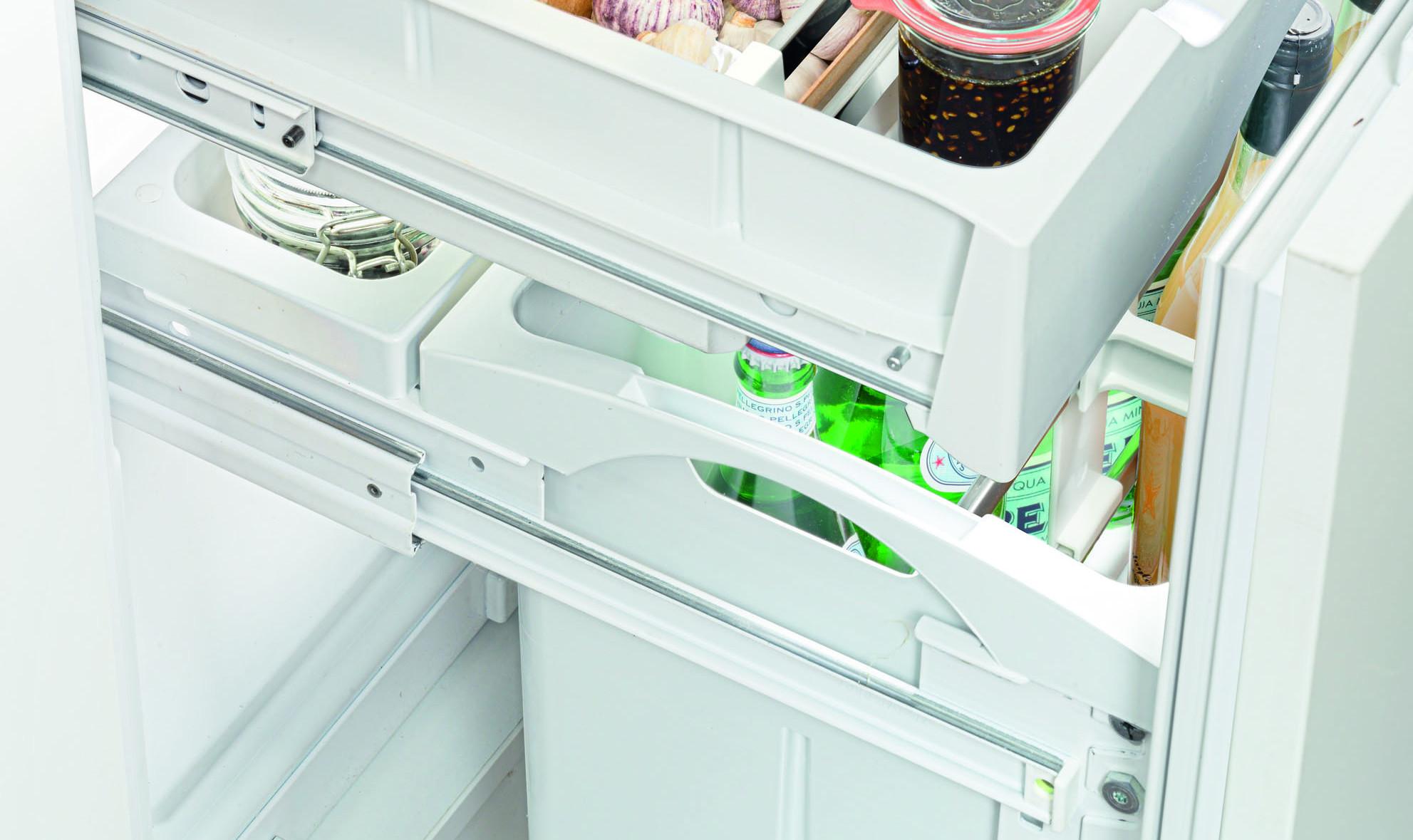 Auszugsschienen am Kühlschrank Liebherr IKBV-3264 mit Kellerfach