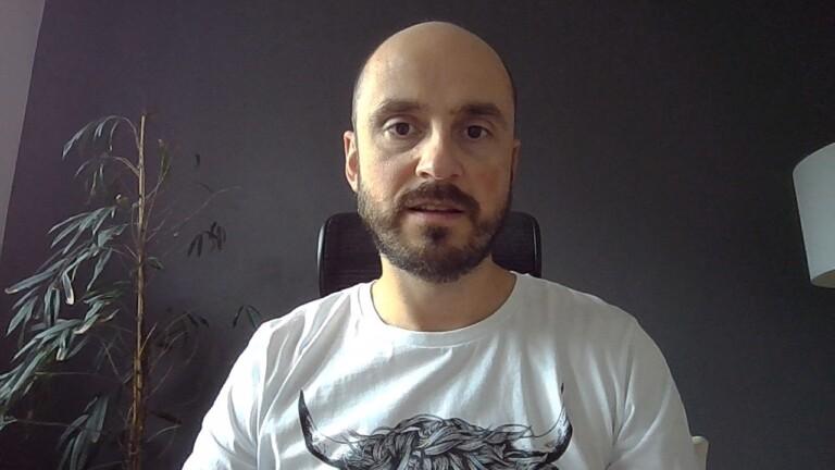 Selfie mit der Webcam des Dell XPS 13 9300: Rauschen im Hintergrund