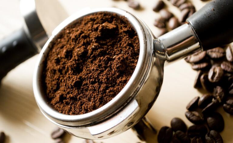 Kaffee im Siebträger-Halter