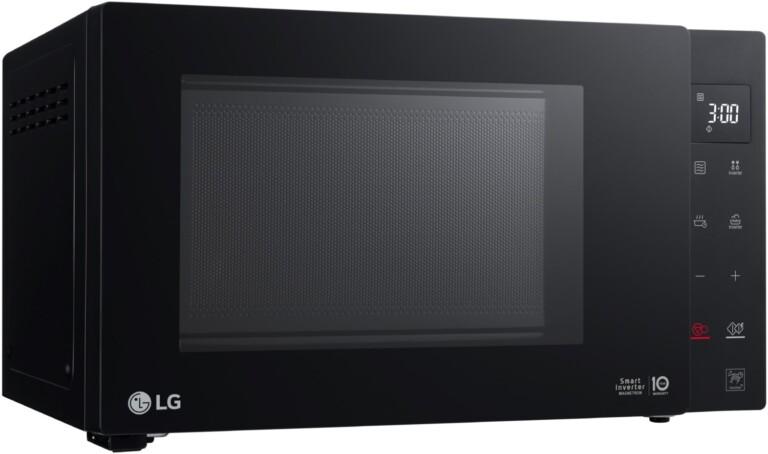 Die LG MS2535GIB ist eine etwas größere Solo-Mikrowelle. (Foto: LG)