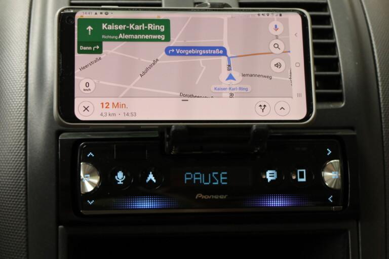 Für die Navigation greift die Pioneer Smart Sync App auf meinem Android-Smartphone auf Google Maps zurück. Das Navi startet ihr mit einer Taste.