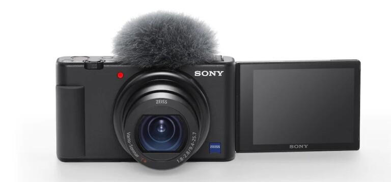 Einen Windschutz legt Sony der Vlogging-Kamera bei. (Foto: Sony)