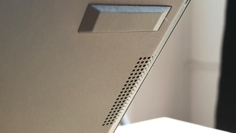 Lautsprecher im Boden: Meistens die schlechtestmögliche Platzierung, das Asus ExpertBook B9 hat dennoch einen vollen Klang.