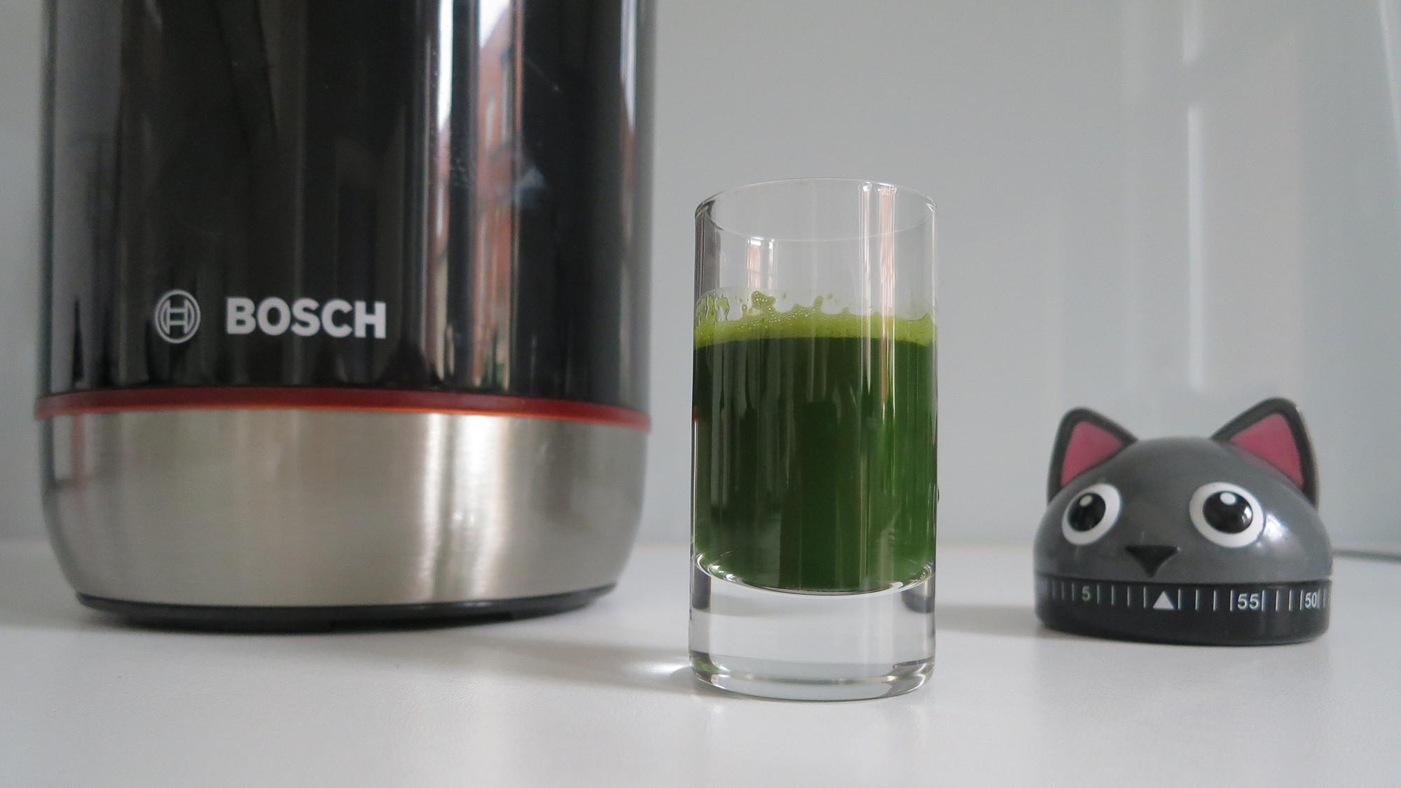 Slow Juice -Bosch VitaExtract mit Basilikumextrakt