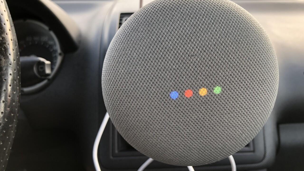 Sprachlautsprecher im Auto: Auf Spritztour mit Google Home Mini und Amazon Echo