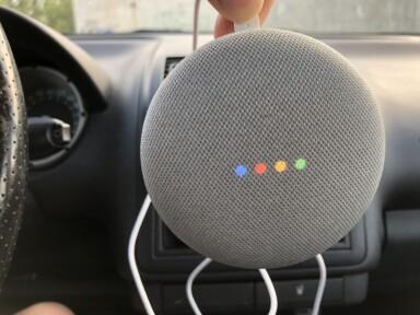 Sprachlautsprecher im Auto