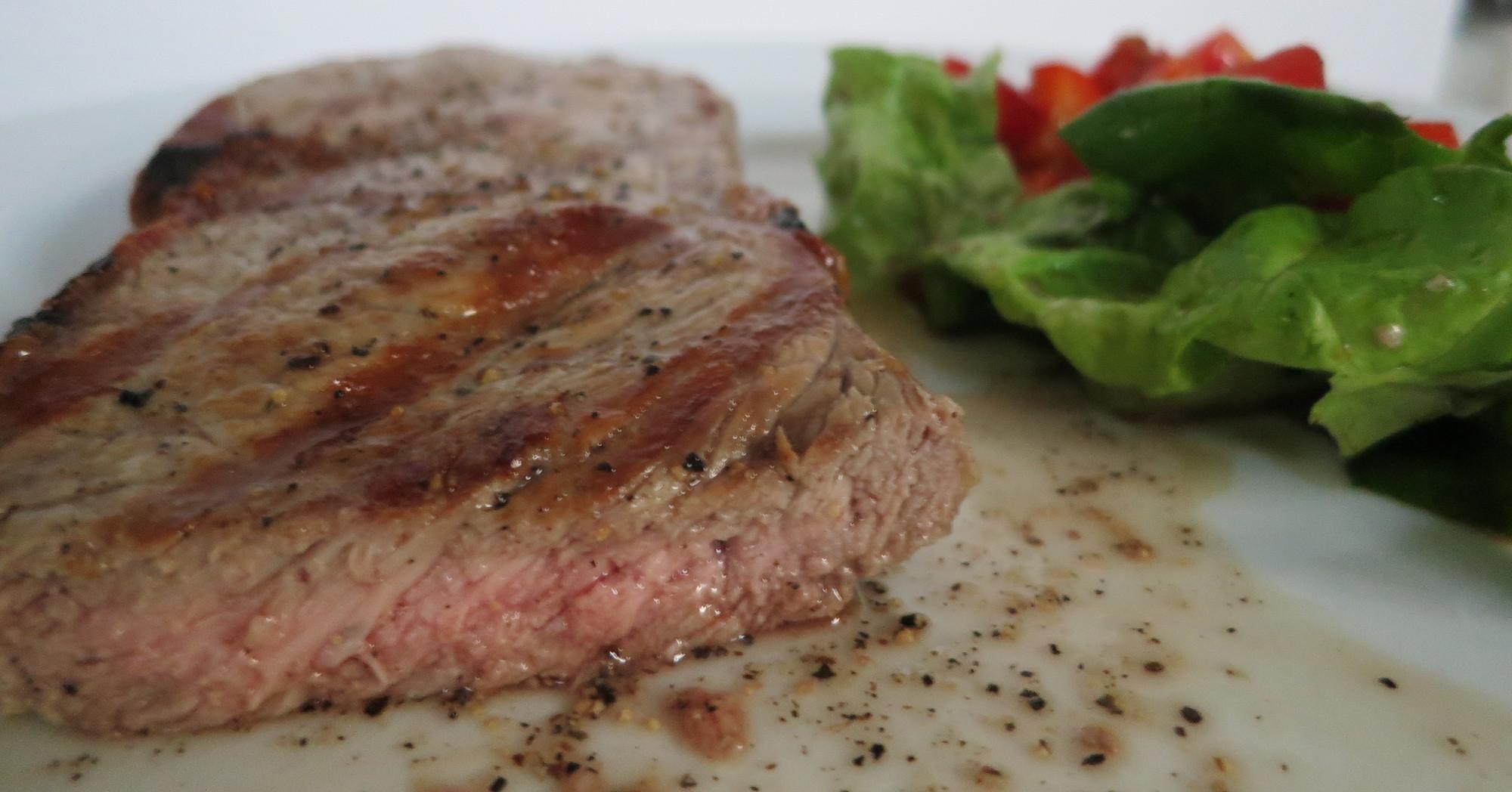 Steak auf dem Elektrogrill Severin PG 8106 Sevo GT gegrillt
