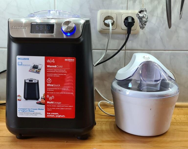 Eine Eismaschine mit Kompressor (links) ist meist sehr viel größer und schwerer. (Foto: Sven Wernicke)