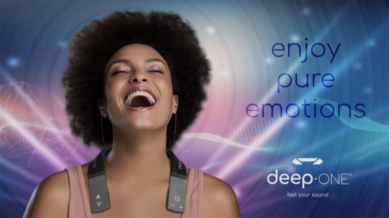 Deep One: Den Wearable Subwoofer könnt ihr euch auch einfach um den Hals hängen.