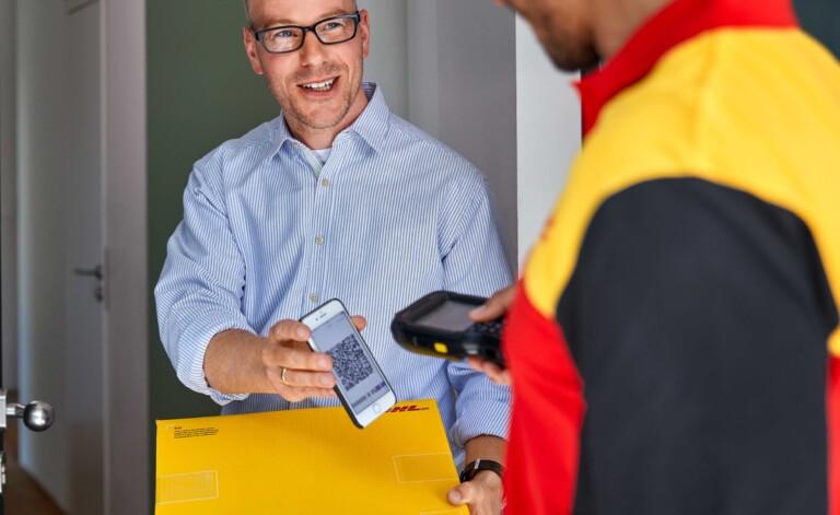 Digitale Paketmarke: DHL-Kunden können Pakete mittlerweile ohne Versandaufkleber aufgeben.