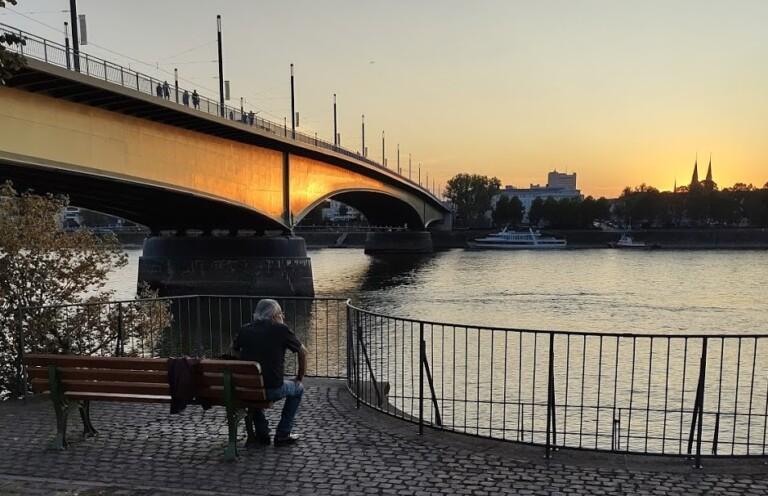 Sonnenuntergang an der Kennedybrücke in Bonn, aufgenommen mit dem Moto G9 Plus