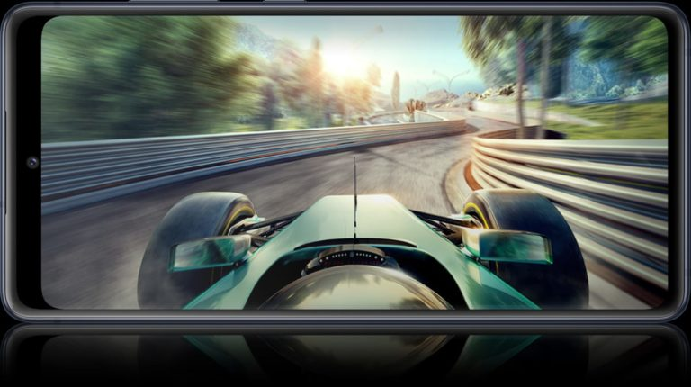 Auch wenn gerade Spiele von hohen Bildwiederholraten profitieren, finden sich schnell auch andere Vorteile. (Foto: Samsung)