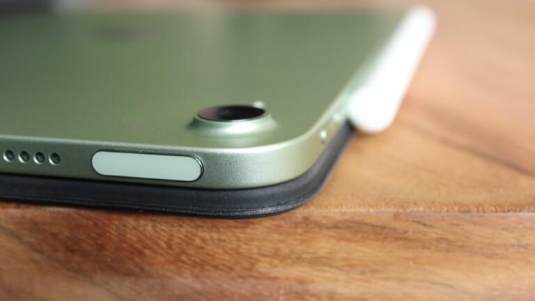 Die Kamera im iPad Air 4 steht leicht hervor.