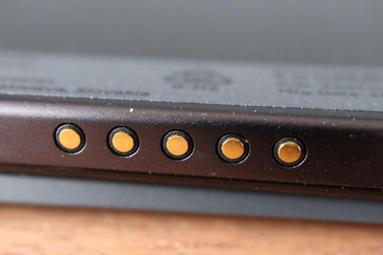 Magnetkonnektoren zum Andocken der Tastatur