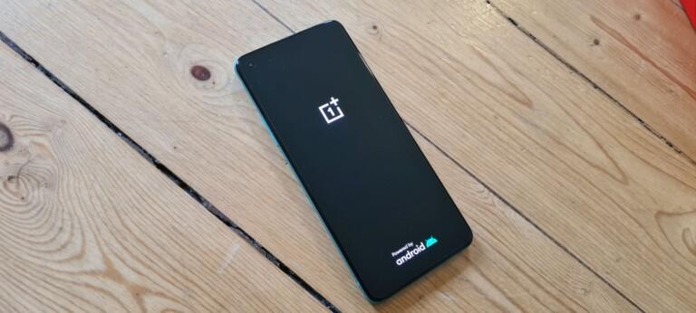 Es ist unauffällig, aber zweifelsohne hat das OnePlus 8T was. (Foto: Sven Wernicke)