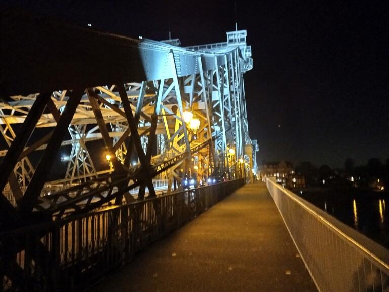 Nachtaufnahme mit HDR: Unschärfe klar zu erkennen. (Foto: Sven Wernicke)