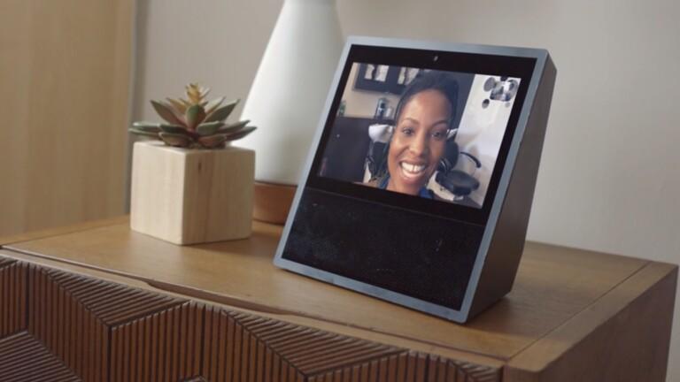 Immerhin: Skype gibt es auch auf einem Echo Show und mit Alexa. (Foto: Amazon)