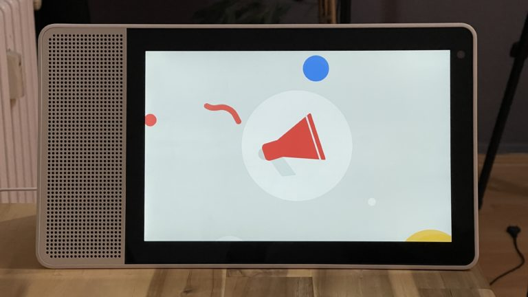 Eine Durchsage auf einem Google Smart Display