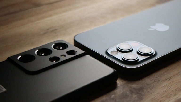 Kameramodule von Galaxy S21 Ultra 5G und iPhone 12 Pro Max