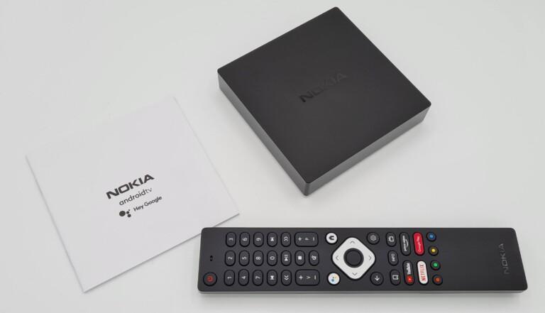 Nicht auf dem Bild zu sehen, aber auch schön: HDMI-Kabel und Batterien für die Remote sind mit dabei. (Foto: Sven Wernicke)