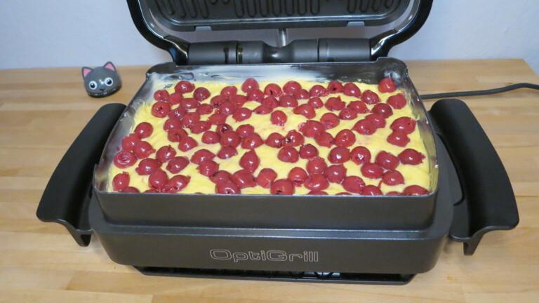 Kuchenteig mit Kirschen in der Snack- und Backschale des Kontaktgrills Tefal Optigrill Elite