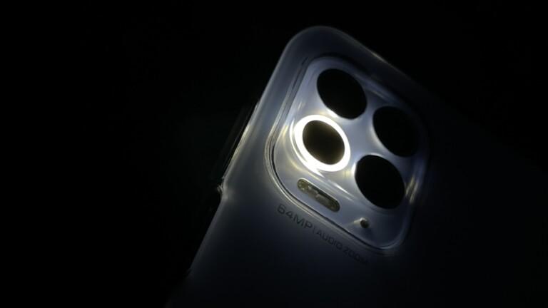 Nettes Gimmick: Das Ringlicht der Macro-Kamera im Moto G100