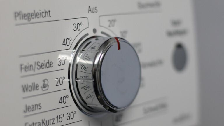 Waschmaschine mit Drehard (Bild: Pixabay/moerschy)