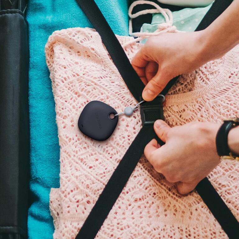 Wie alle smarten Schlüsselfinder sollt ihr diese zum Beispiel an Taschen, Koffern oder Rucksäcken befestigen. (Foto: Samsung)